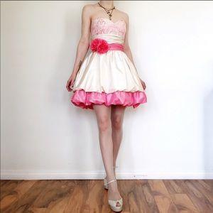 Betsey Johnson Size 6 Chelsea Bubble dress